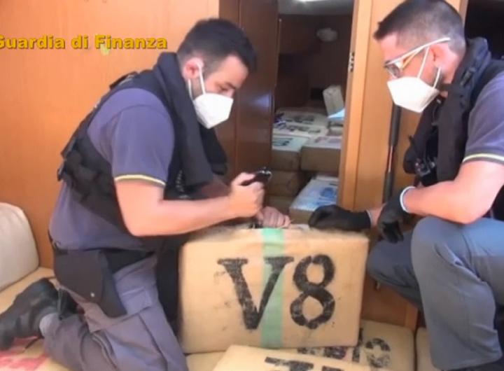 إيطاليا تضبط 6 أطنان حشيش على متن سفينة بعلم أميركي